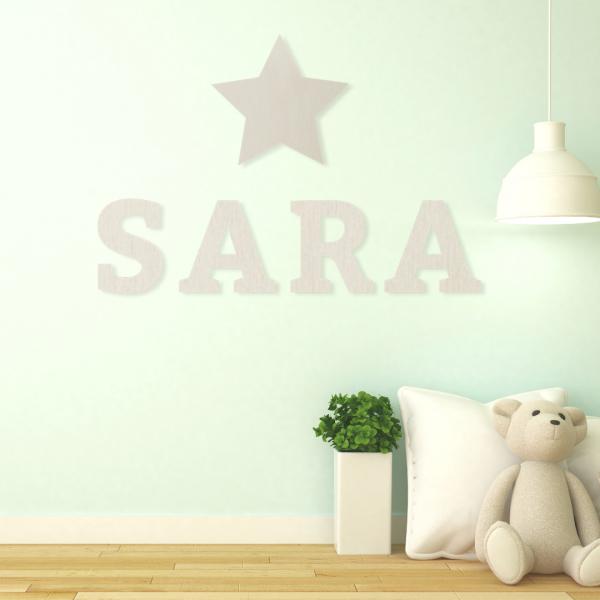 lettere in legno decorative sulla parete della camera dei bambini
