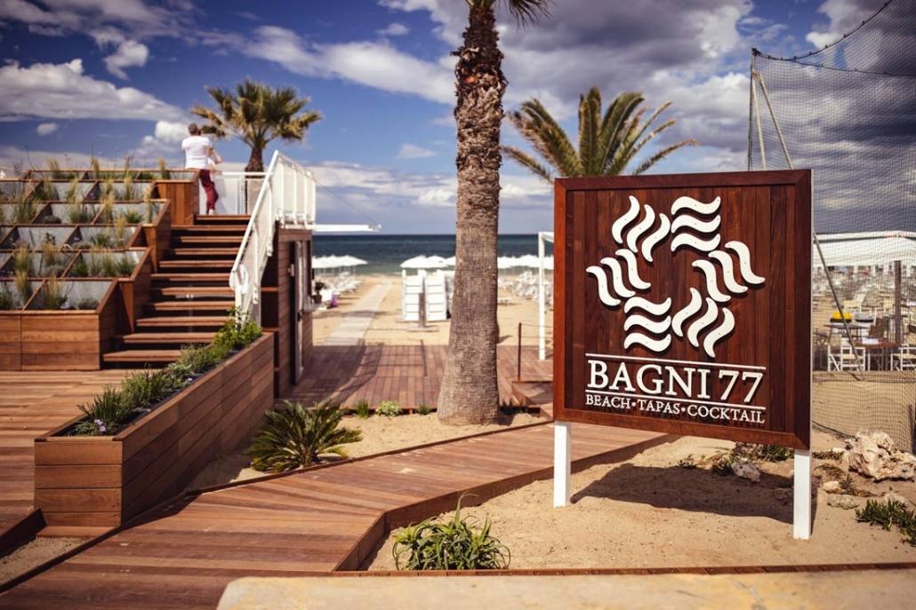 Bagni 77 Senigallia insegna self standing in legno e ferro | Rinoteca