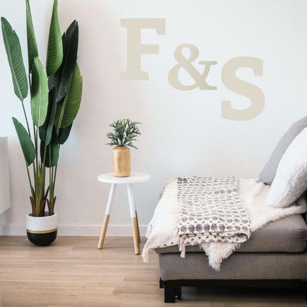 decorazione da parete in legno con iniziali dei nomi