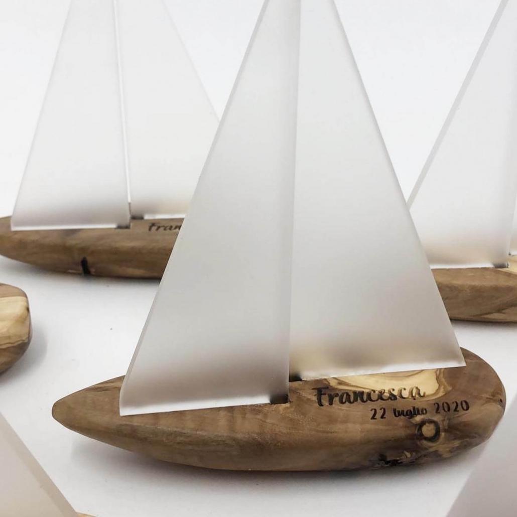 barche a vela in legno di ulivo