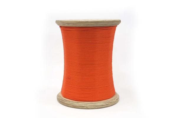 seduta a forma di rocchetto di filo arancione