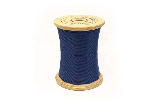 seduta a forma di rocchetto di filo blu