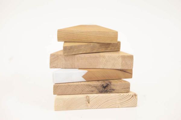 decorazioni in legno massello a forma di montagne