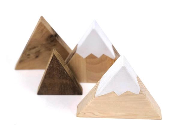 decorazioni a forma di montagne in legno massello