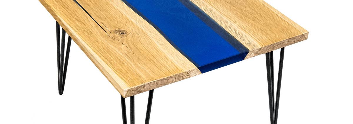 tavolino in legno massello e resina blu